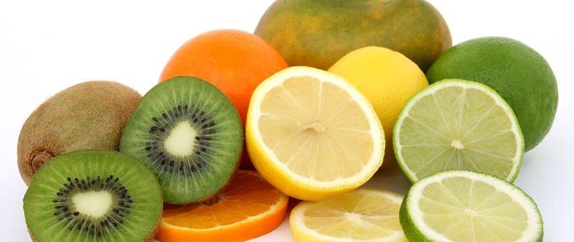 kiwi, limón, mandarina